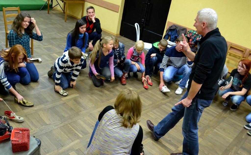 Warsztaty dla grupy teatralnej OK w Niemodlinie z aktorami Teatru Lalki i Aktora w Opolu.jpeg